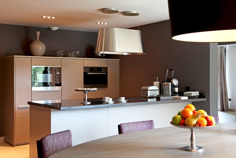 cuisine moderne mat et inox. Black Bedroom Furniture Sets. Home Design Ideas