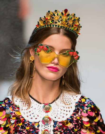 Les lunettes de soleil fantaisie du défilé Dolce & Gabbana