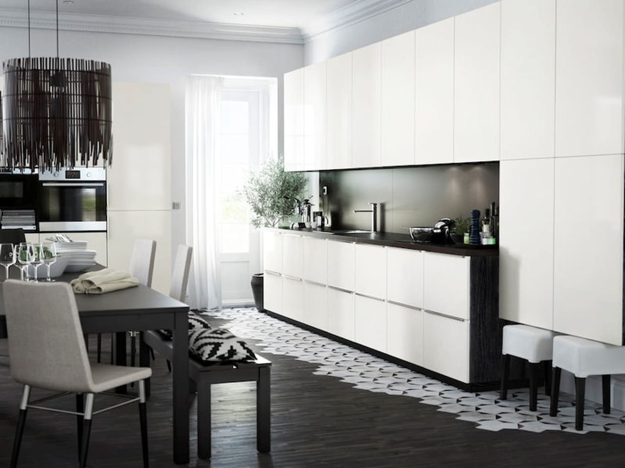 une cuisine noire et blanche pur e. Black Bedroom Furniture Sets. Home Design Ideas