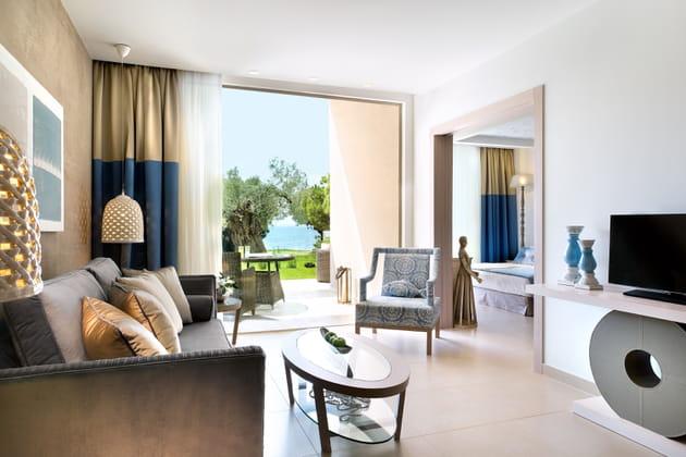 La décoration léchée des chambres de l'hôtel Ikos Olivia