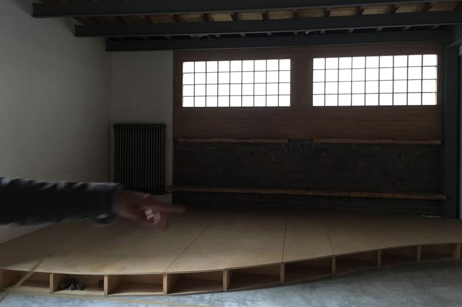Avant: un coin salon aux lignes courbes