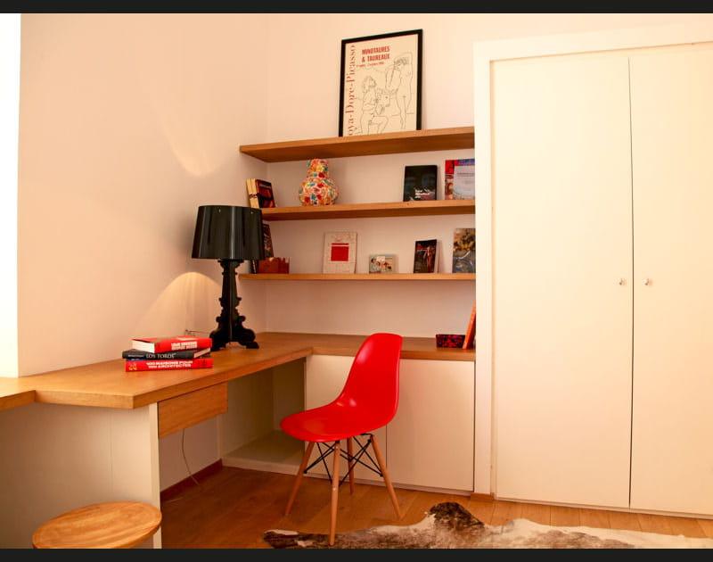 Une touche de rouge au bureau