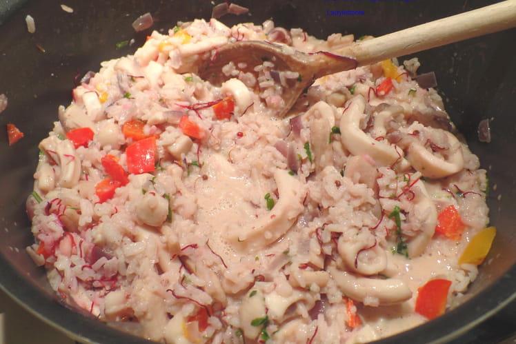 Calamars aux poivrons, oignons et ail rouges