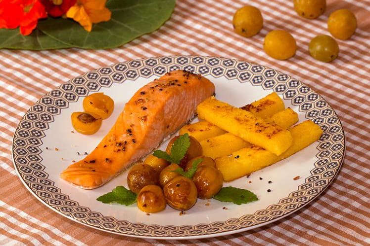 Saumon aux mirabelles confites au sirop d'érable et frites de polenta