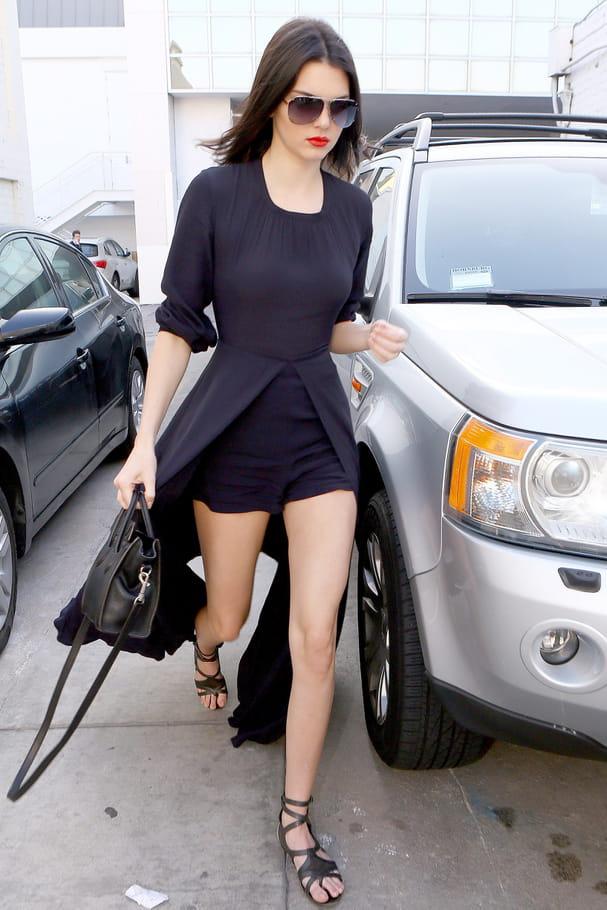 Kendall Jenner en combinaison-robe