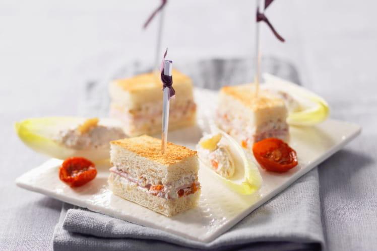 Mini-Croques au St Môret®, noix-jambon à l'huile de truffe noire