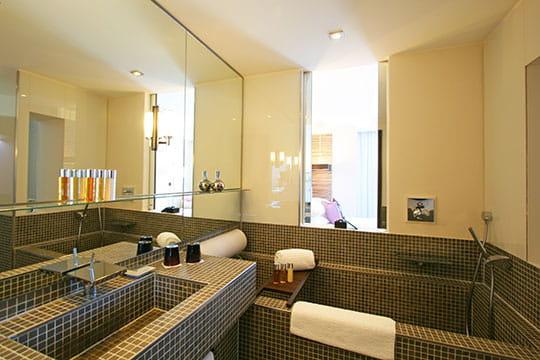 Une salle de bains ouverte