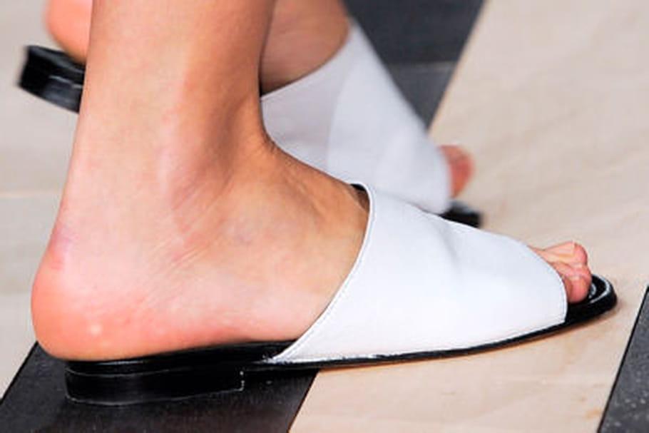 Chaussures : pour ou contre la claquette de piscine ?