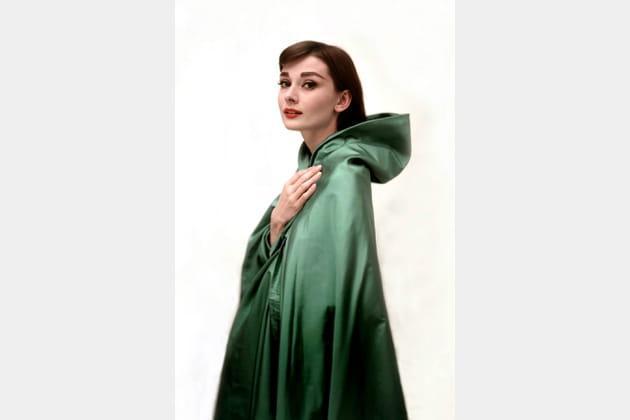 Audrey Hepburn en cape