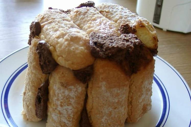 Mousse au chocolat et ses biscuits