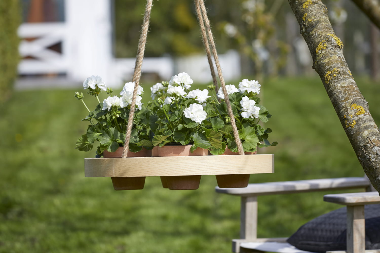 Des idées pour accrocher ses géraniums (ou ses autres plantes)
