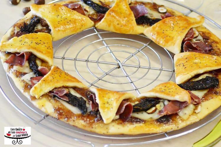 Pizza couronne automnale aux figues, coppa et noisettes