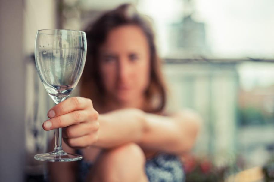 parler de son addiction l alcool toujours tabou surtout pour les femmes. Black Bedroom Furniture Sets. Home Design Ideas