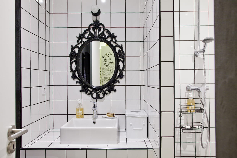 Une salle de bains carrel e - Faience salle de bain blanche ...