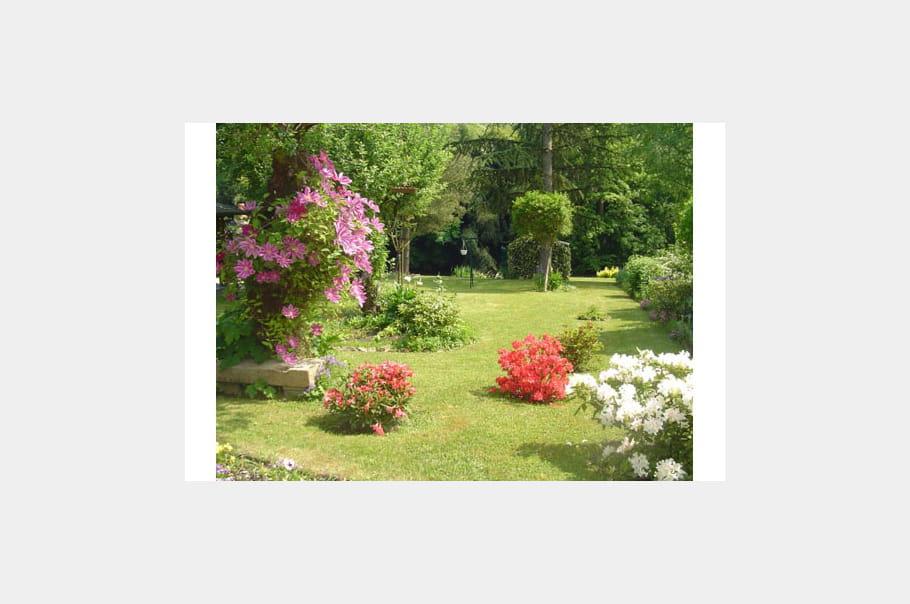 Jardin fleuri ma maison mon jardin juin 2007 journal for Jardin fleuri maison