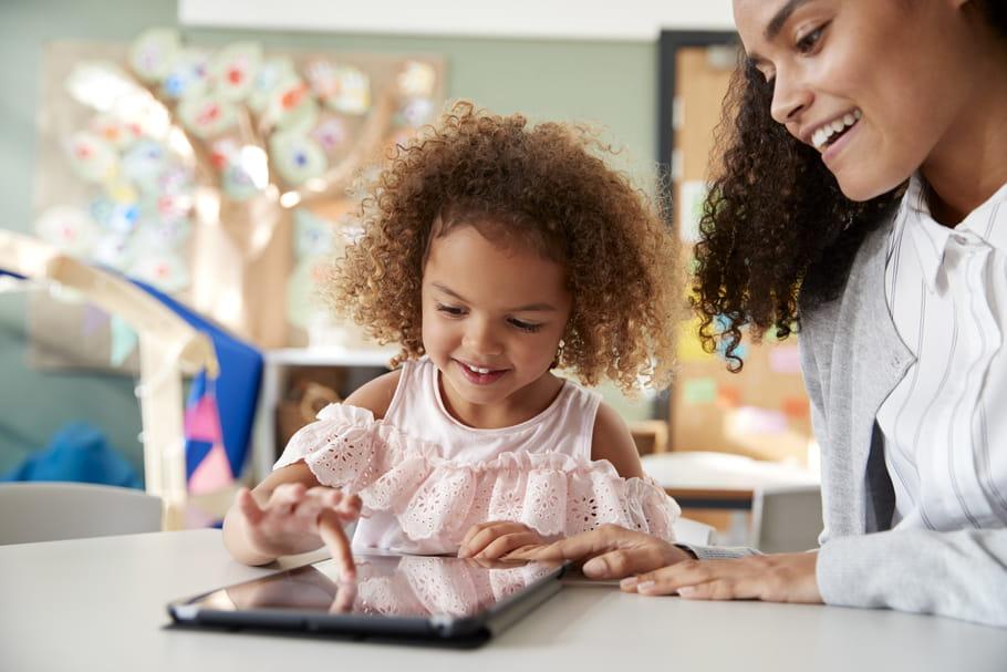 Le comportement paradoxal des parents face aux écrans