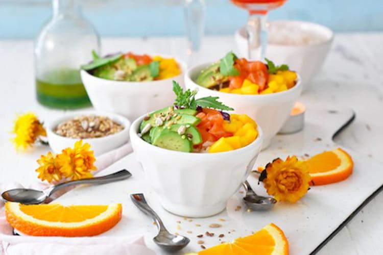 Poke bowl apéritif, vinaigrette au thé matcha et Aperol Spritz
