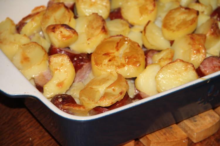 Gratin de pommes de terre et saucisses de Montbéliard à la cancoillotte