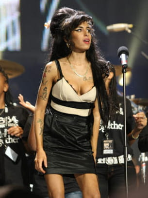 chignon immense, tatouages, eye liner et rock n'roll - concert held at hyde park