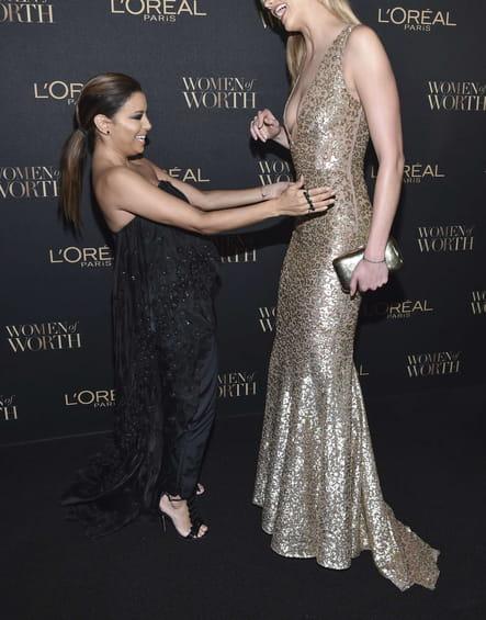 Eva Longoria et Karlie Kloss ont eu un problème de taille