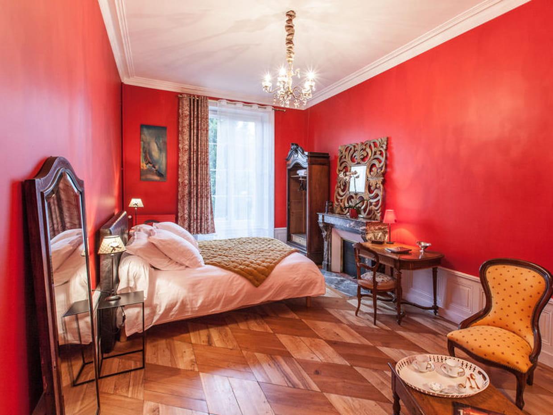 chambre rouge. Black Bedroom Furniture Sets. Home Design Ideas