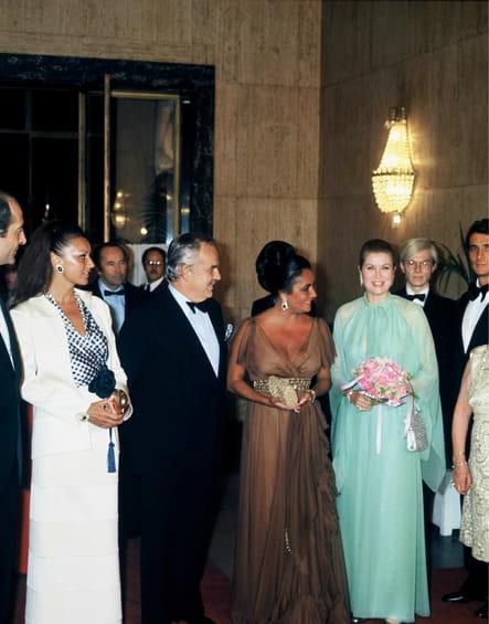 Le prince Rainier et Grace de Monaco aux côtés de Liz Taylor et Andy Warhol