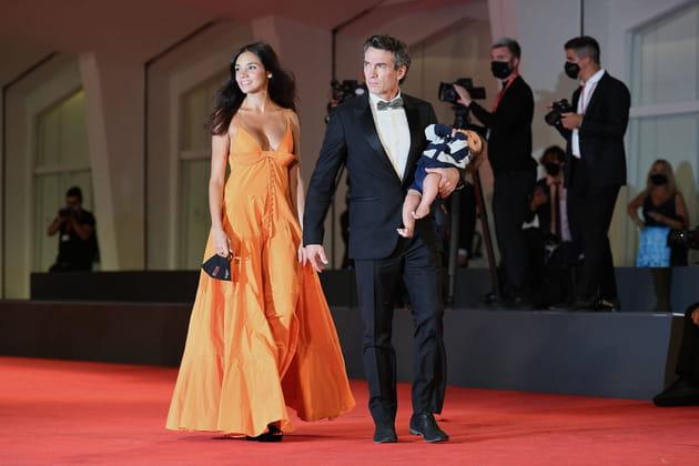 Les stars italiennes Nina Verdelli, Alessio Boni et leur fils Lorenzo
