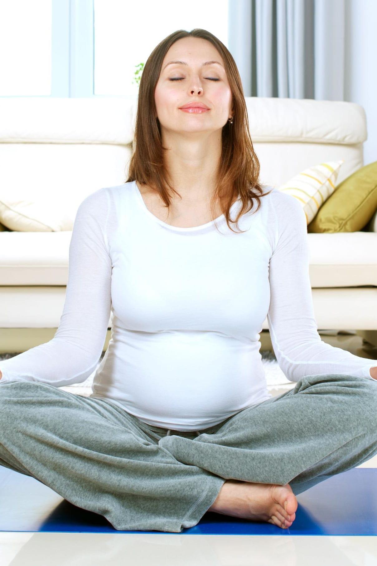 Le Yoga Prénatal L Allié Des Femmes Enceintes Yoga Journal 8388b78497b