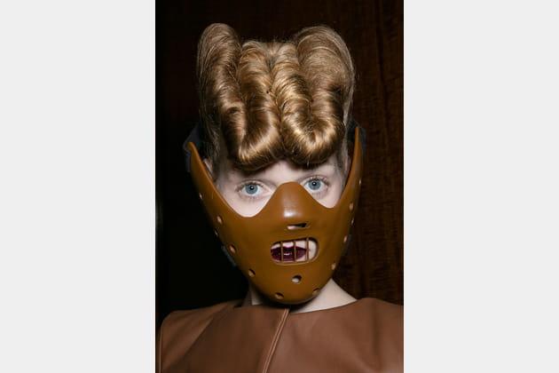 Le masque Hannibal Lecter du défilé Gareth Pugh