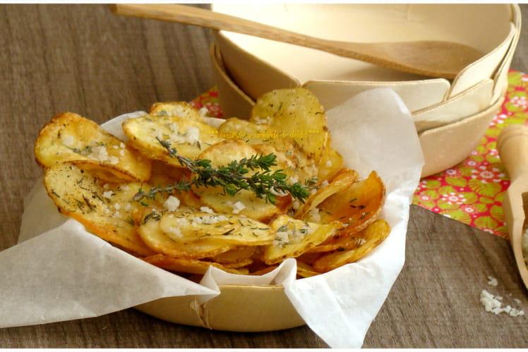 Pommes de terre en chips rôties au thym et gros sel