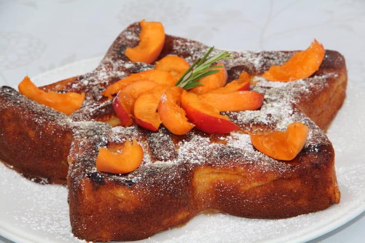 Moelleux aux abricots, poudre d'amandes et romarin