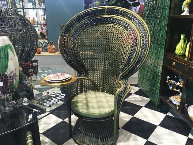 le fauteuil emmanuelle par asiatides. Black Bedroom Furniture Sets. Home Design Ideas