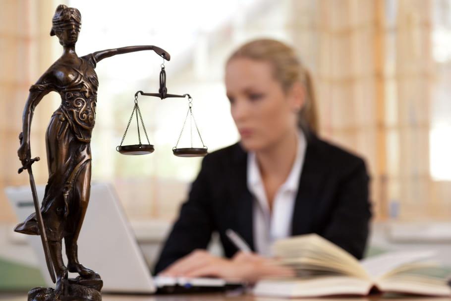 """Sexisme: """"Paye ta robe"""", deux avocates racontent leur quotidien sur un blog"""