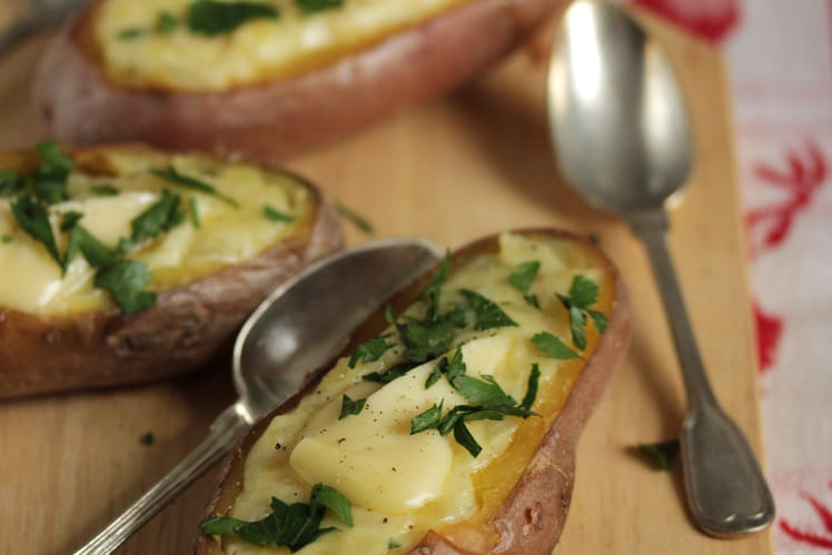 Pommes de terre farcies au Chevrotin et aux oignons