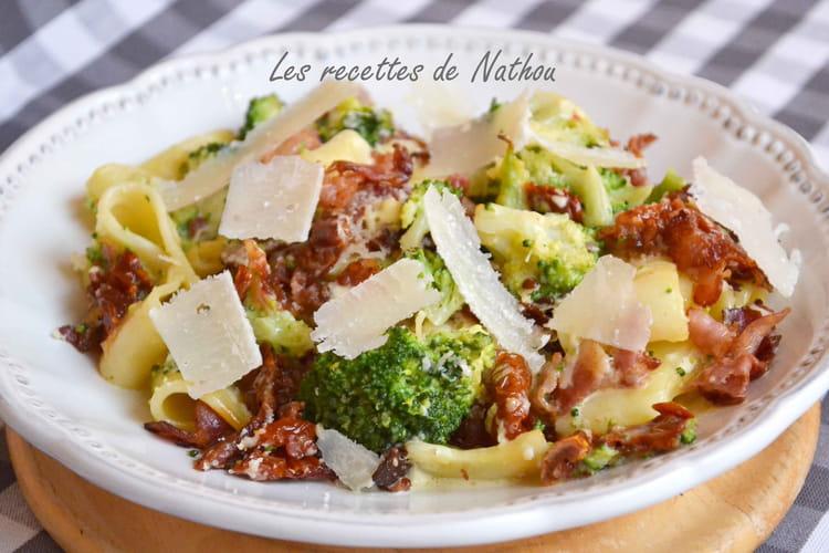 Gratin de pâtes calamarata aux brocolis, lard et tomates séchées