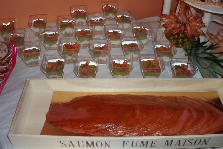 Verrines de saumon fumé, avocat et crevettes