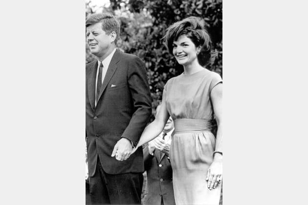 Jackie Kennedy en robe cintrée