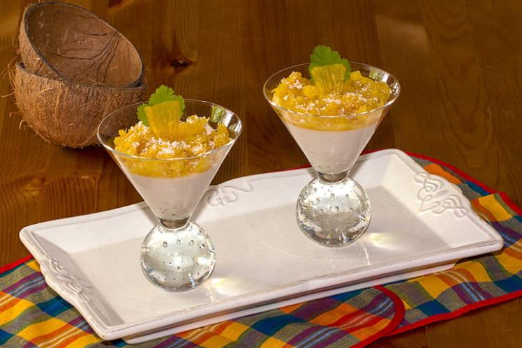 Panna cotta au lait de coco et ananas rôti flambé au rhum