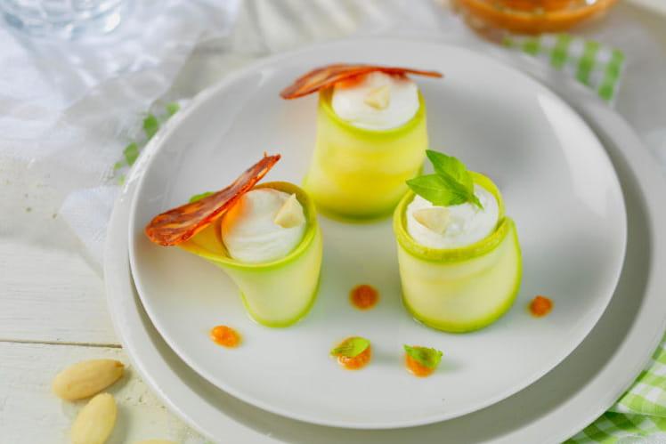Roulés de courgette au St Môret®, chorizo, pulpe de tomate à l'ail