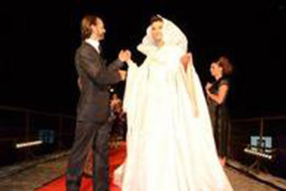 Oliver Swan défile à l'occasion de la 1ère Fashion Night Couture