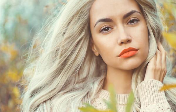 Quelles couleurs de vêtements porter selon sa couleur de cheveux   cabef750729