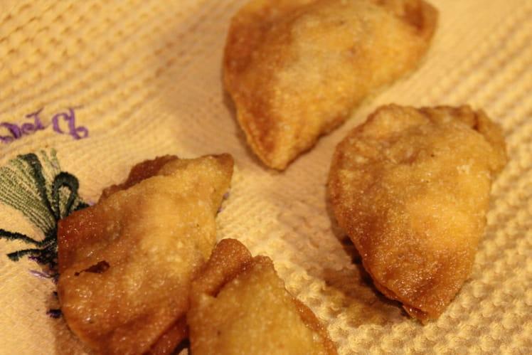Raviolis frits au poulet fumé et châtaigne d'eau
