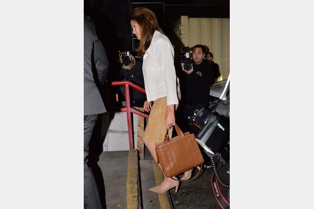 """Caitlyn Jenner et son """"Whitney bag"""" de Max Mara"""
