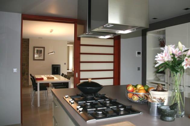 une pi ce ouverte. Black Bedroom Furniture Sets. Home Design Ideas