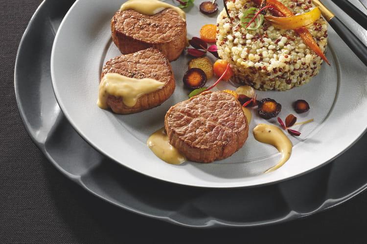 Médaillons de bœuf, sauce à la truffe blanche, risotto de quinoa au parmesan