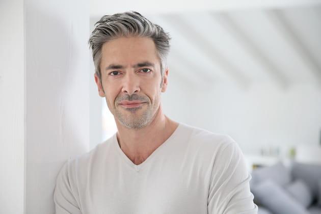 Les 20meilleures coiffures pour les hommes aux cheveux gris