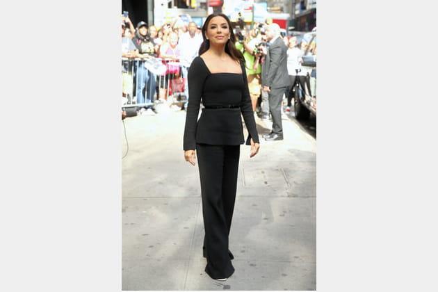 TOP: Eva Longoria en ensemble noir