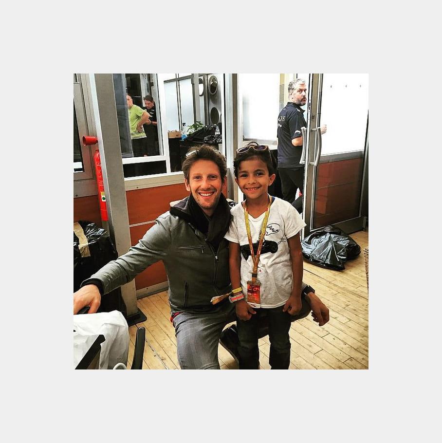 Akrame Benallal et son fils derrière Romain Grosjean