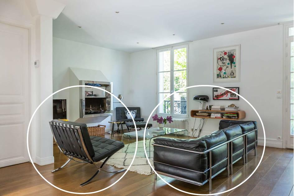 Le canapé LC2de Le Corbusier pour Cassina et le fauteuil Barcelona de Ludwig Mies van der Rohe