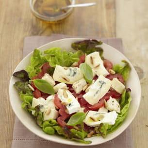 salade aux blancs de poulet, tomates et bresse bleu